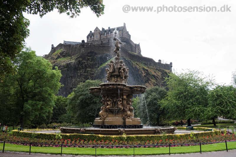 Ross Fountain og Edinburgh Castle