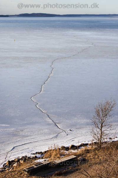 Isen revner i Isefjorden